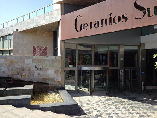 Geranios Suites & Spa Hotel: Front of hotel