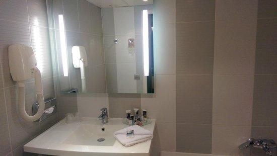Mercure Paris Porte de Versailles Expo: Bathroom