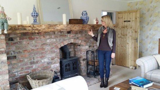 Deighton Lodge: Lovely fireplace