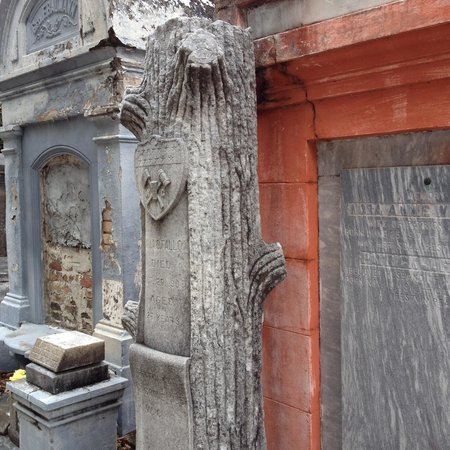 Lafayette Cemetery No.1: Tree tombstones adorned several sites