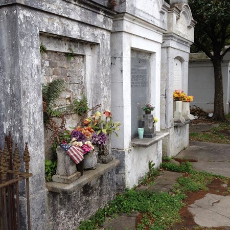 Lafayette Cemetery No.1: Beautiful decay