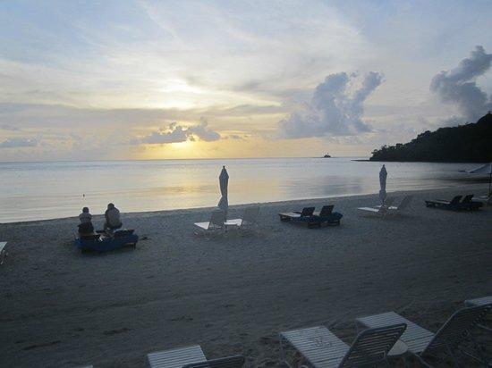 Palau Pacific Resort: Lugnt och skönt vid stranden.