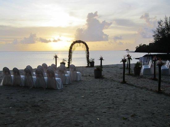 Palau Pacific Resort: Whether it´s a white beach wedding, honeymoon, or romantic getaway.