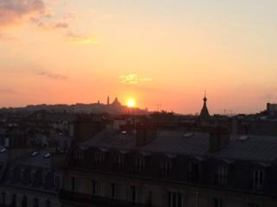 Renaissance Paris Arc de Triomphe Hotel: Perfect sunrise from the balcony