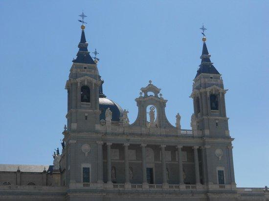 Catedral de Sta María la Real de la Almudena : almudena