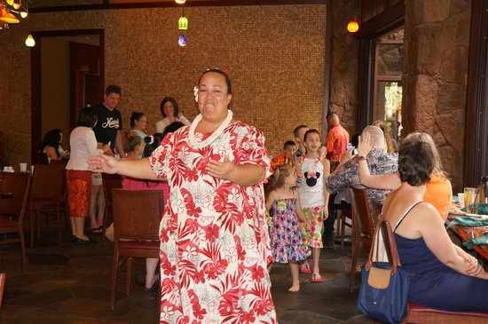 Makahiki: Aunty sings and dances all the while of entertaining the kids