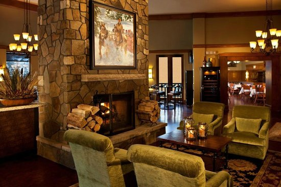 Black Diamond Bistro: Fire Place