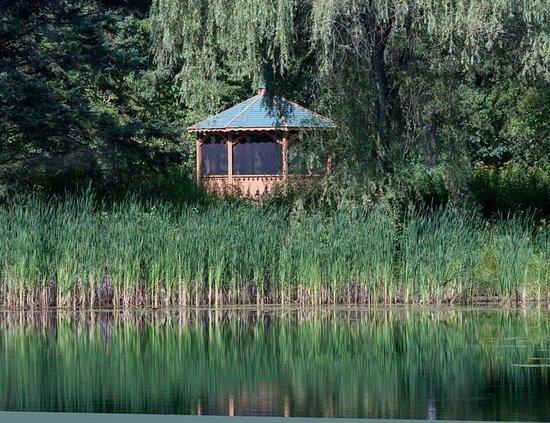 Robert W. Monk Public Gardens: Gazebo near the pond.