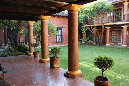 Hotel Casa Mexicana : Edificio Externo al Hotel (enfrente=