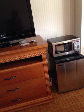 DoubleTree by Hilton Durango: Refrigerator and microwave