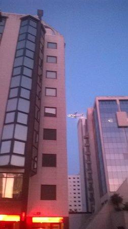 SANA Malhoa Hotel: plane flying over the hotel