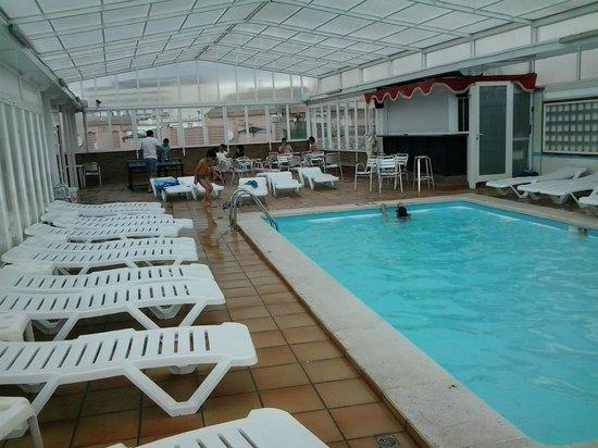 Hotel Mercedes : piscina grande y climatizada en el 6 piso