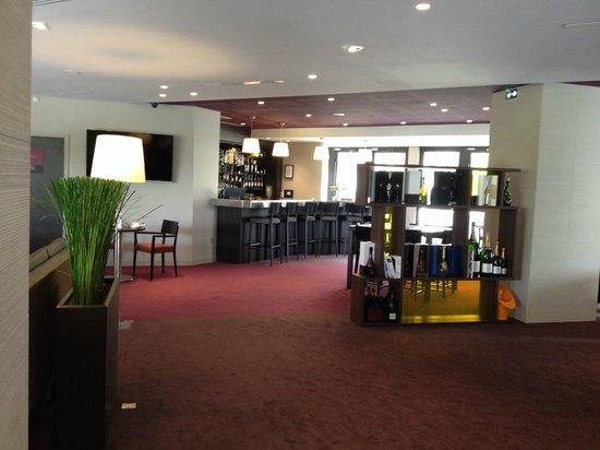 Mercure Reims Centre Cathedrale : Espace bar...