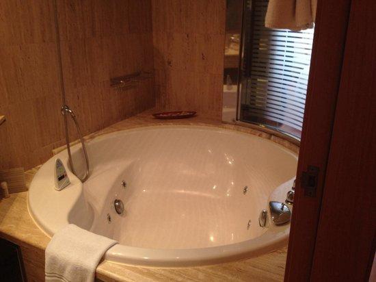 Hotel Montecarlo Barcelona: Und die Badewanne von innen