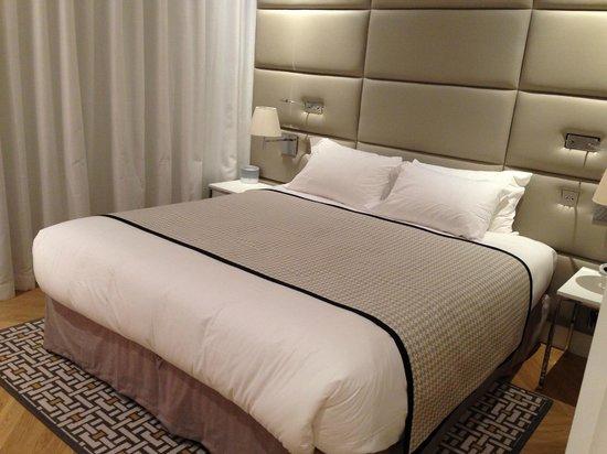 Arm rio para roupas com luz interna e cofre photo de for Hotel bas prix paris