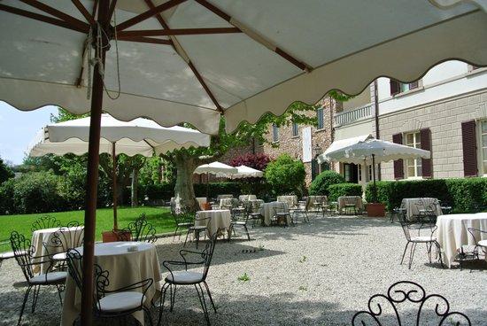 Grotta Giusti : Территория вкруг отеля.
