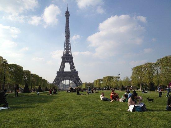 Hotel du Cadran Tour Eiffel : A ten minute walk.....
