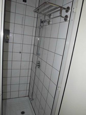 The Yellow: Shower dortoir mixte 4 persons