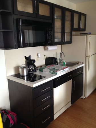 Candlewood Suites Jersey City : kitchen