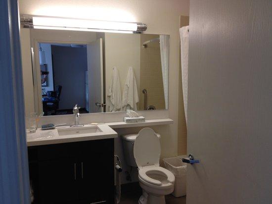 Candlewood Suites Jersey City : bathroom
