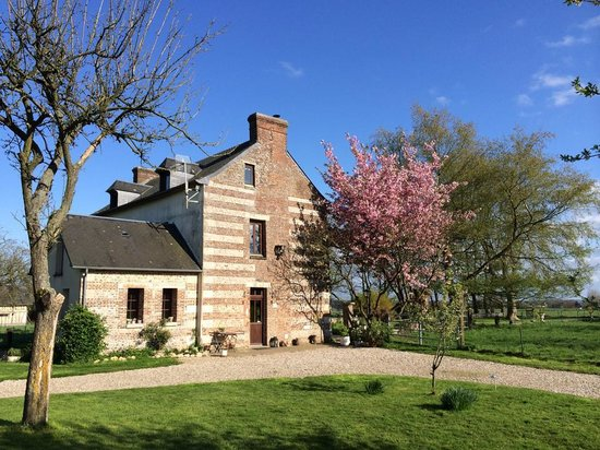 Le Petit Manoir de la Vernelle : Warm april day