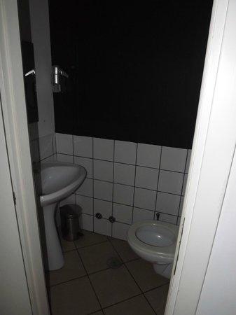 The Yellow: WC dortoir mixte 4 persons