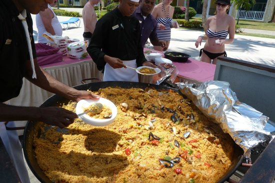Ocean Blue & Sand: Paella at the pool - be the first in the line because the lobsters and shrimps finishes  fast