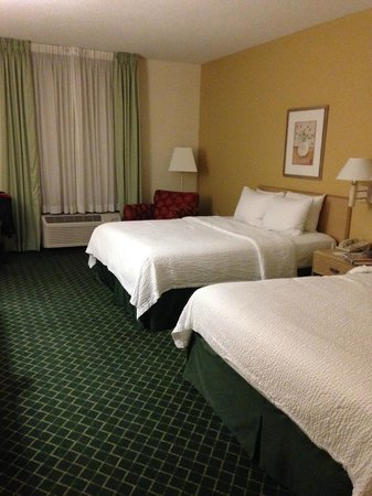 Fairfield Inn & Suites Clearwater : plenty of space, comfortable beds