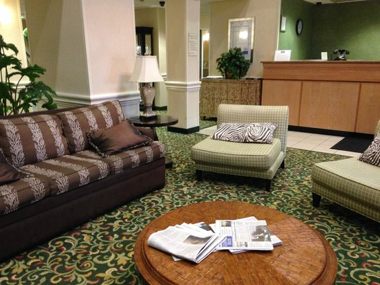Fairfield Inn & Suites Clearwater : Lobby area by the front desk/ entrance and dining area
