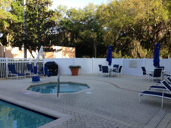Fairfield Inn & Suites Clearwater : hot tub area