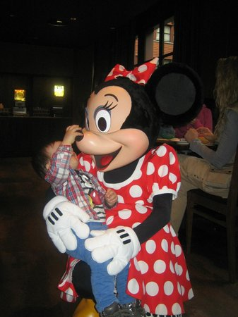 Disney's Sequoia Lodge : Con la encantadora Minnie en el desayuno.