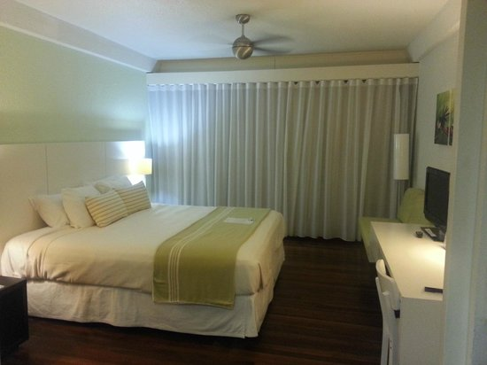 Holland House Beach Hotel: Room