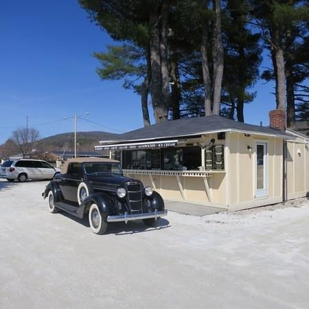 '35 Dodge @ The Bistro Box...a lovely couple!