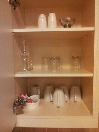 College View Apartments : utensils
