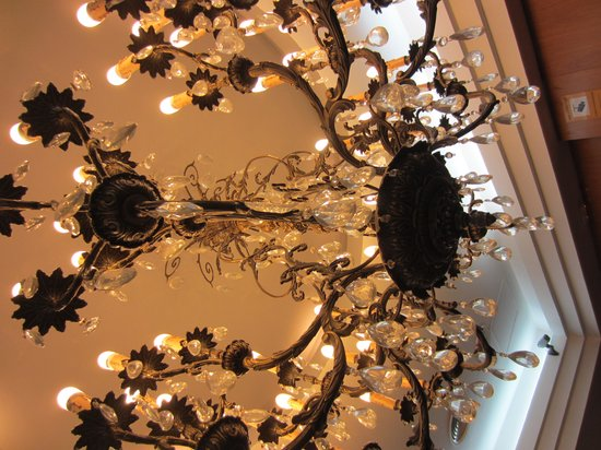 Catalonia Excelsior: Moderno, conservando algún detalla clásico como la lampara