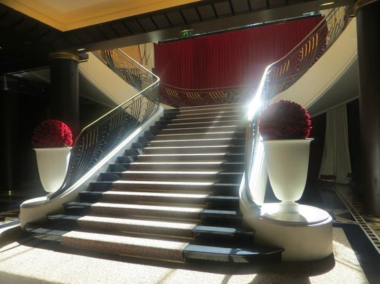 Hotel du Collectionneur : Lovely Staircase
