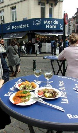 Noordzee Mer du Nord: A table, sur la place devant Noordzee