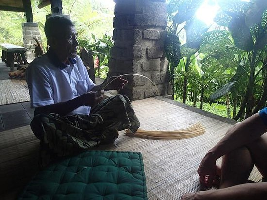 Bali Eco Stay Bungalows : Basket weaving workshop