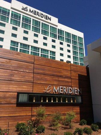 Le Meridien Atlanta Perimeter: The view in front of the building