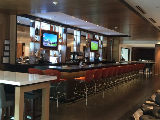 Le Meridien Atlanta Perimeter : The bar area