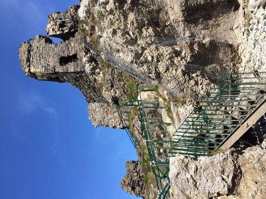 Kinbane Castle: Steps up to gatehouse