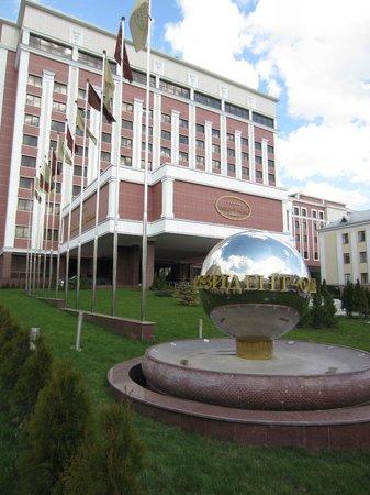 President Hotel Minsk: President Hotel front