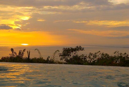 La Mariposa Hotel: Otra foto desde la piscina
