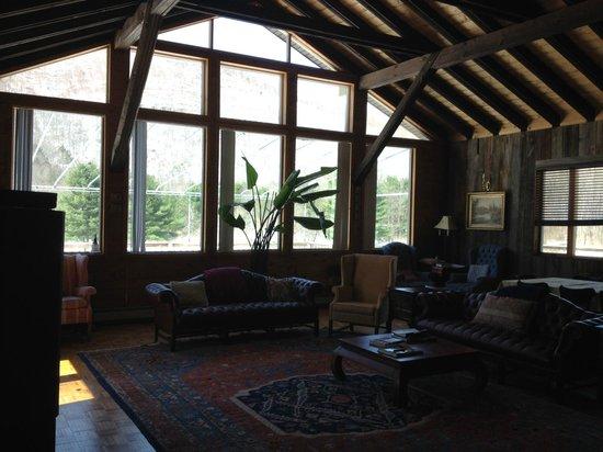 Copperhood Retreat & Spa : The great room. Stunning.