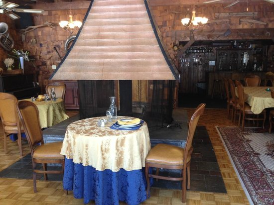 Copperhood Retreat & Spa : Our personal table for each meal, right by the fire place!