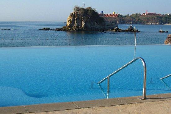 Dreams Huatulco Resort & Spa: Infinity pool