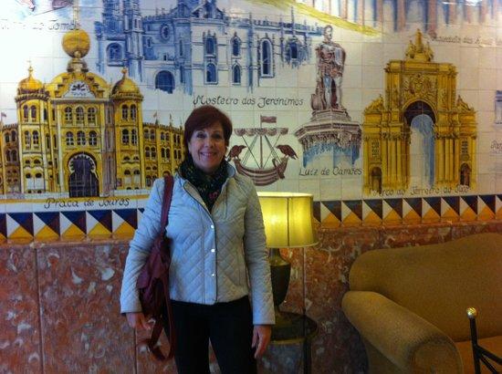 Turim Lisboa Hotel: Recepção do Hotel, lindo painel de azulejos