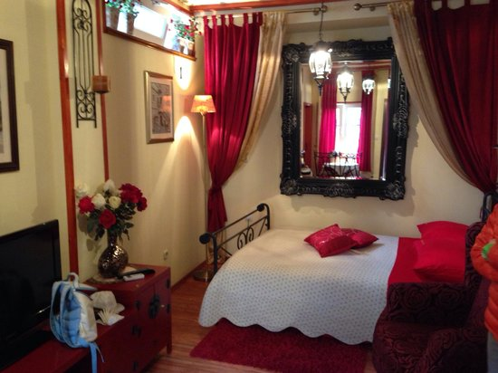 Emperor's Suites : Beautiful living room / bedroom