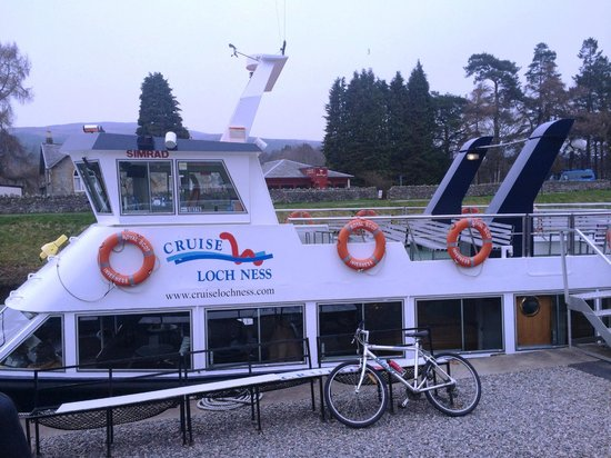 Cruise Loch Ness boat