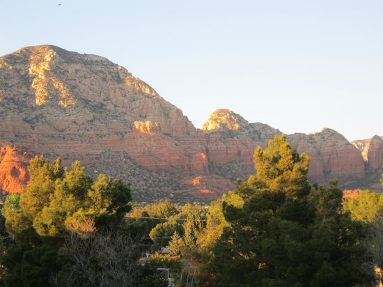 Southwest Inn at Sedona: Balcony view at sunset1